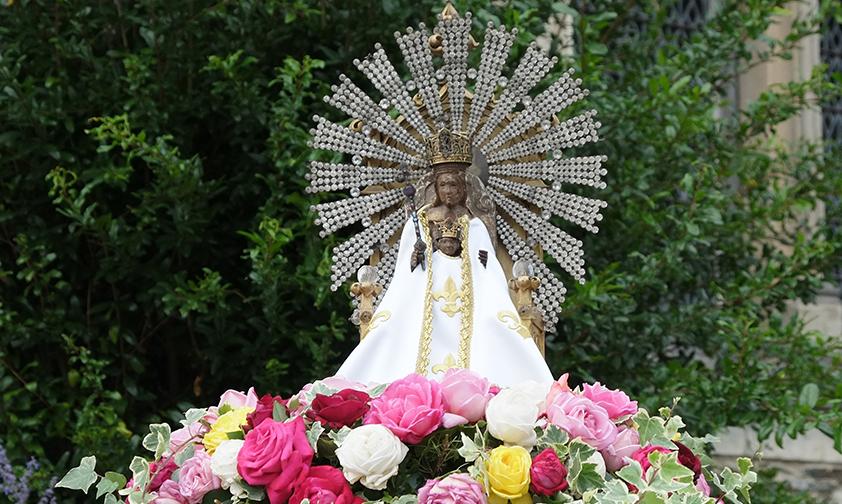Notre Dame de Béhuard, veillez sur la Terre