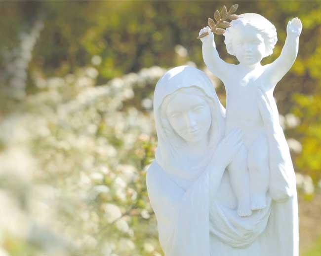 Une place chez nous, à l'image de Joseph ou de Jean qui ont pris Marie chez eux (Mt 1, 20 et Jn 19, 27)